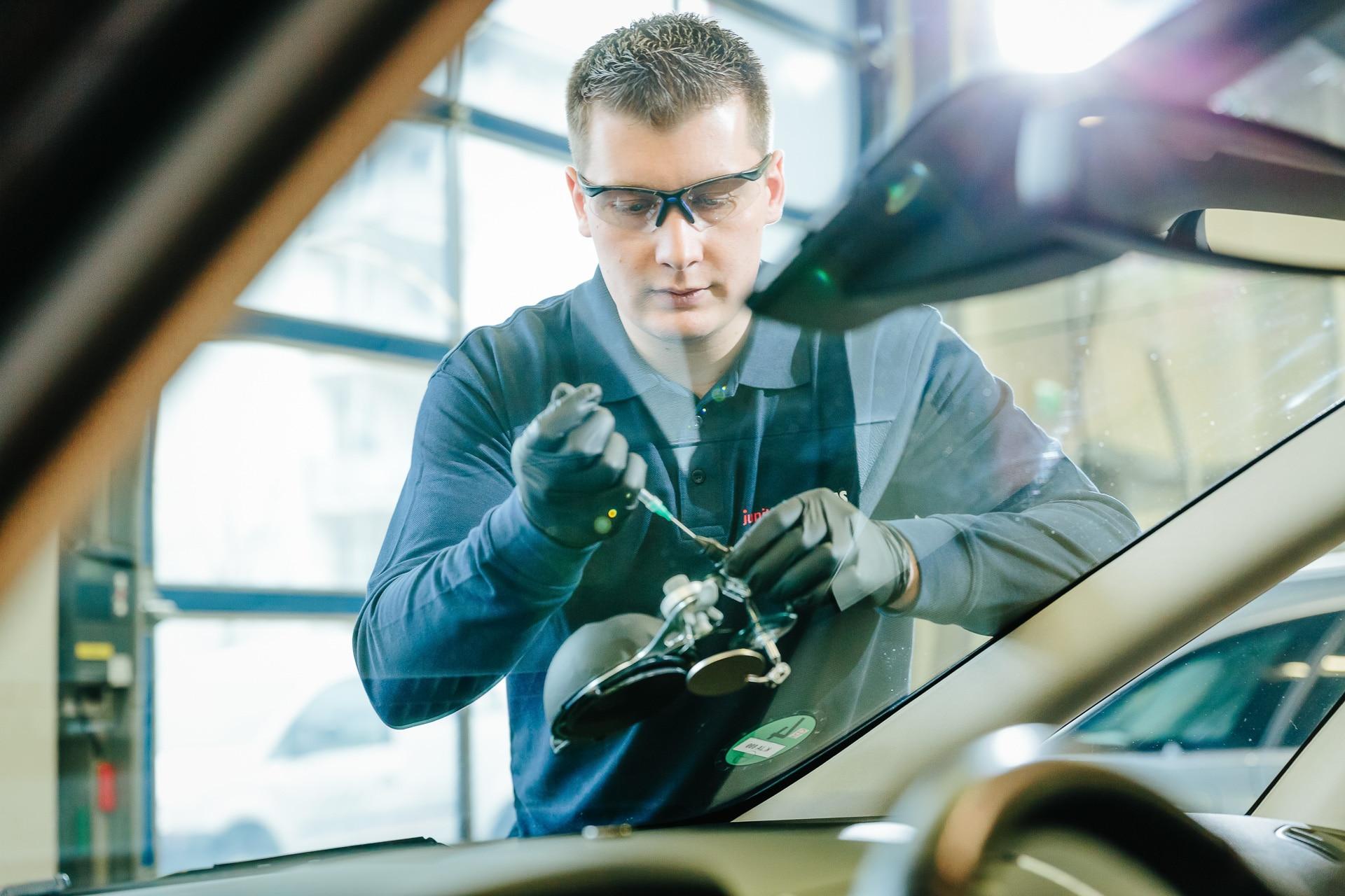 junited Autoglas Achern Steinschlagreparatur und Scheibentausch